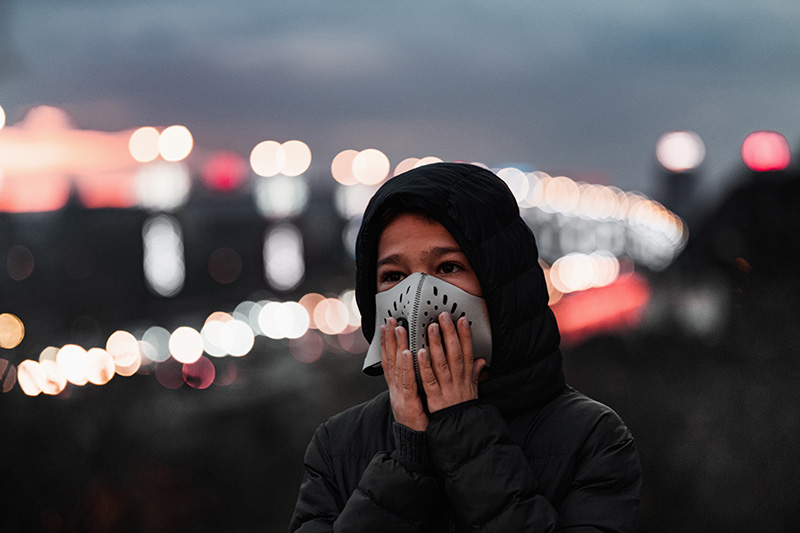 إزالة الغموض بشأن الروابط بين الاستجابة لفيروس كوفيد-19 وجودة الهواء المحلي