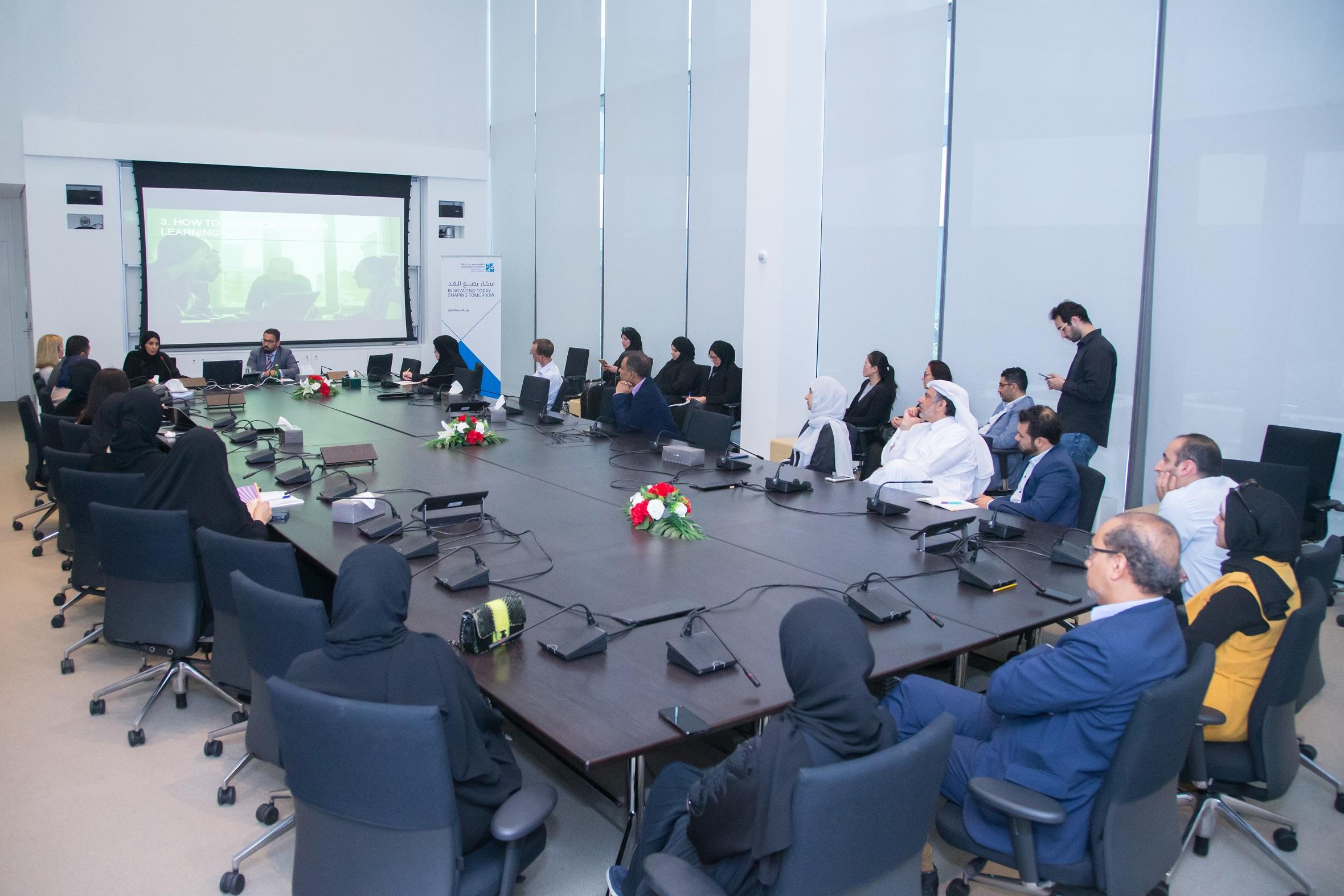 كلية السياسات العامة تنظم محاضرة تناولت أهمية  القيادات...