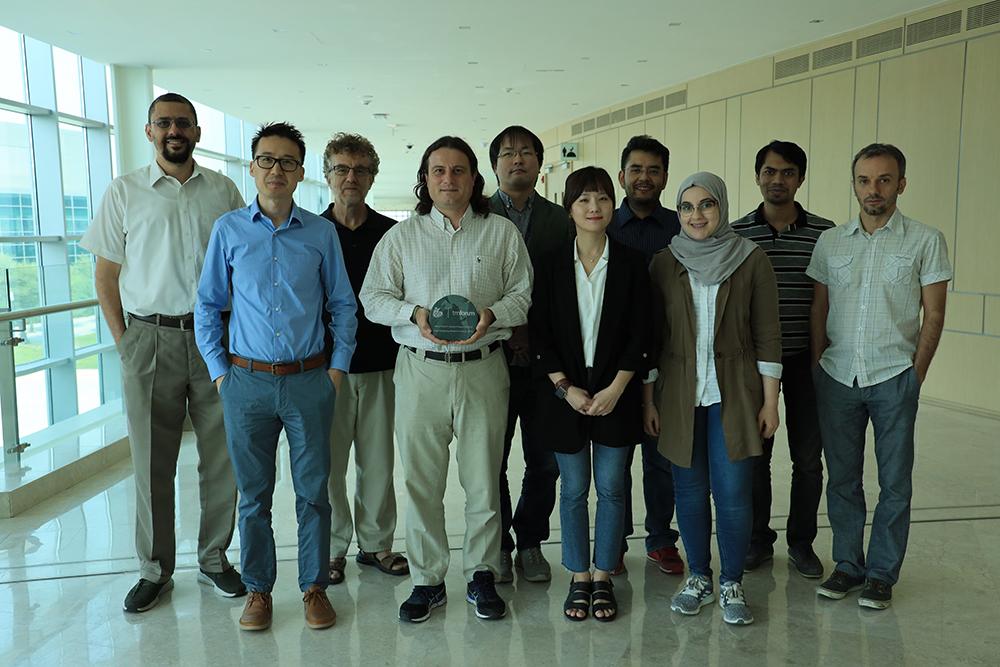 تكريم فريق من معهد قطر لبحوث الحوسبة في