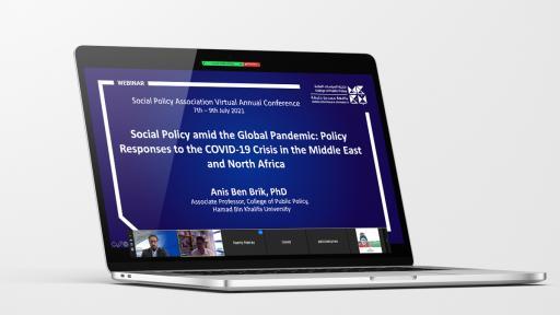 أستاذ بكلية السياسات العامة يناقش الاستجابات الإقليمية للجائحة العالمية في مؤتمر لرابطة السياسات الاجتماعية