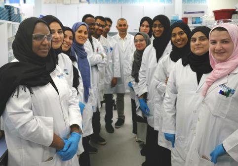 كلية العلوم الصحية والحيوية تستضيف ورشة عمل لصقل المهارات المخبرية لطلاب الدراسات العليا