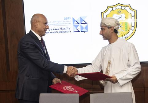 Dr. Omar El-Agnaf, executive director of Qatar Biomedical Research Institute, part of Hamad Bin Khalifa University, and Dr. Khalid Alrasadi, director of the Medical Research Center at Sultan Qaboos University, at the signing.