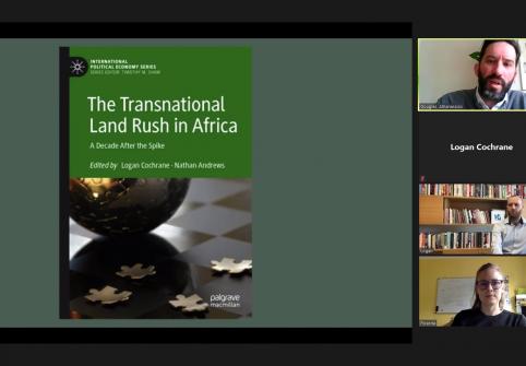 أستاذ بكلية السياسات العامة يلقي محاضرة عن كتابه حول الاندفاع نحو الأراضي في أفريقيا لطلبة الدراسات العليا في جامعة إكستر