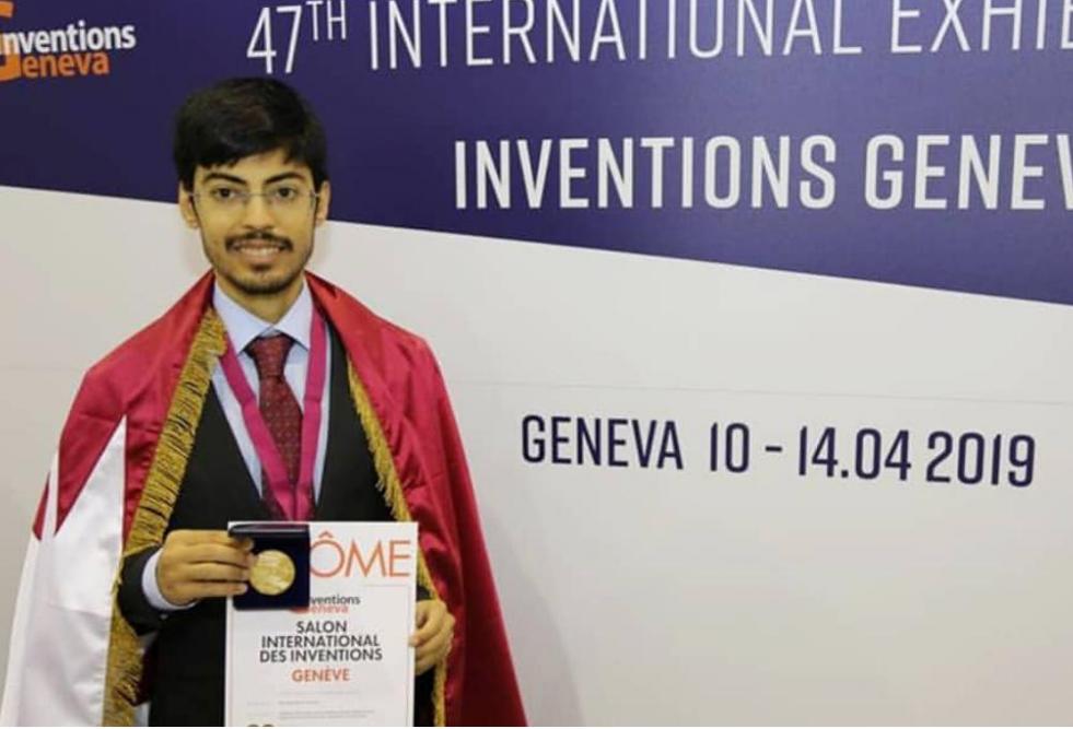 طالب بكلية العلوم والهندسة في جامعة حمد بن خليفة يفوز بالميدالية الذهبية في المعرض الدولي للاختراعات بجنيف