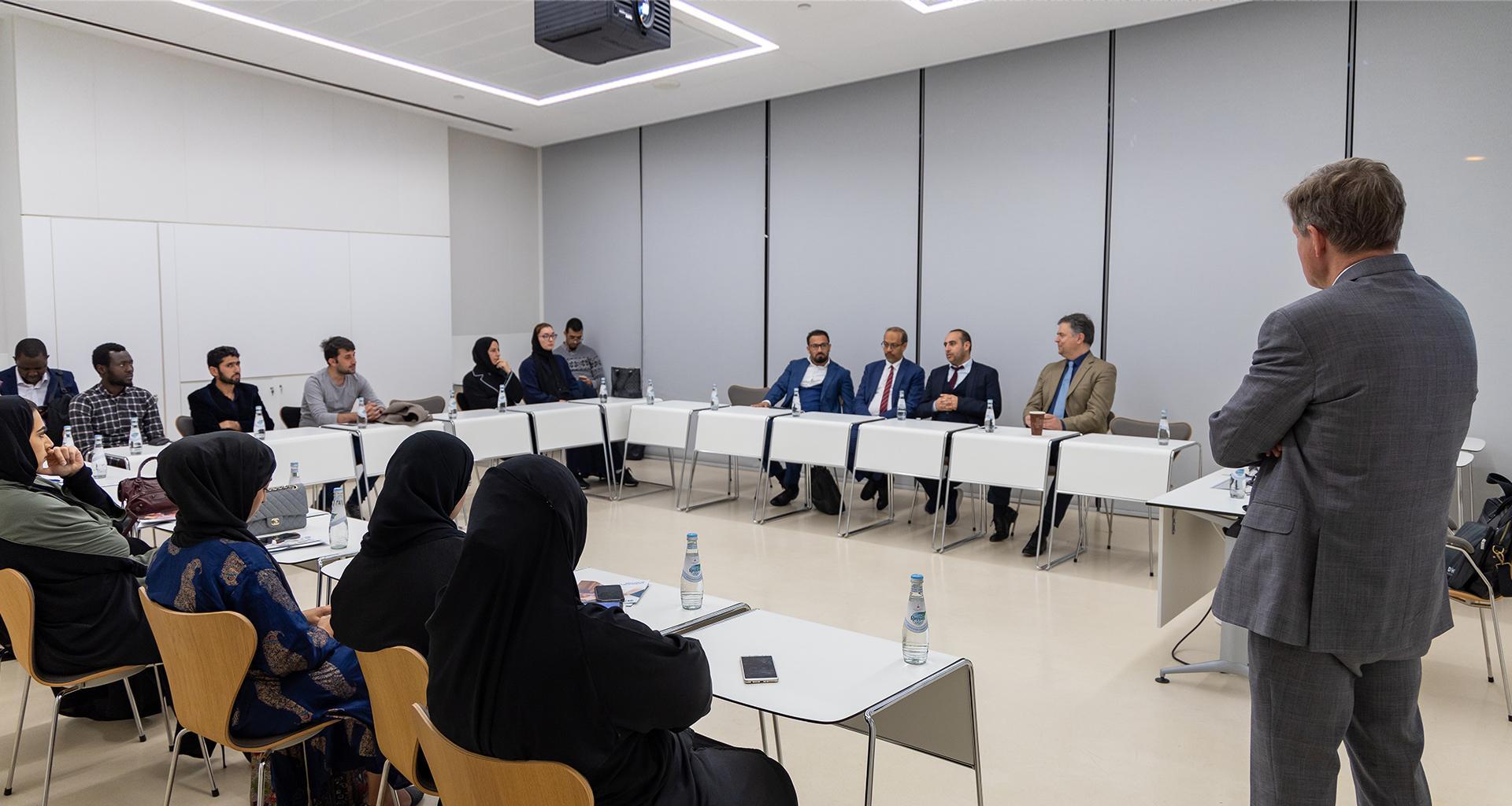 كلية السياسات العامة بجامعة حمد بن خليفة تعقد جلستها التعريفية