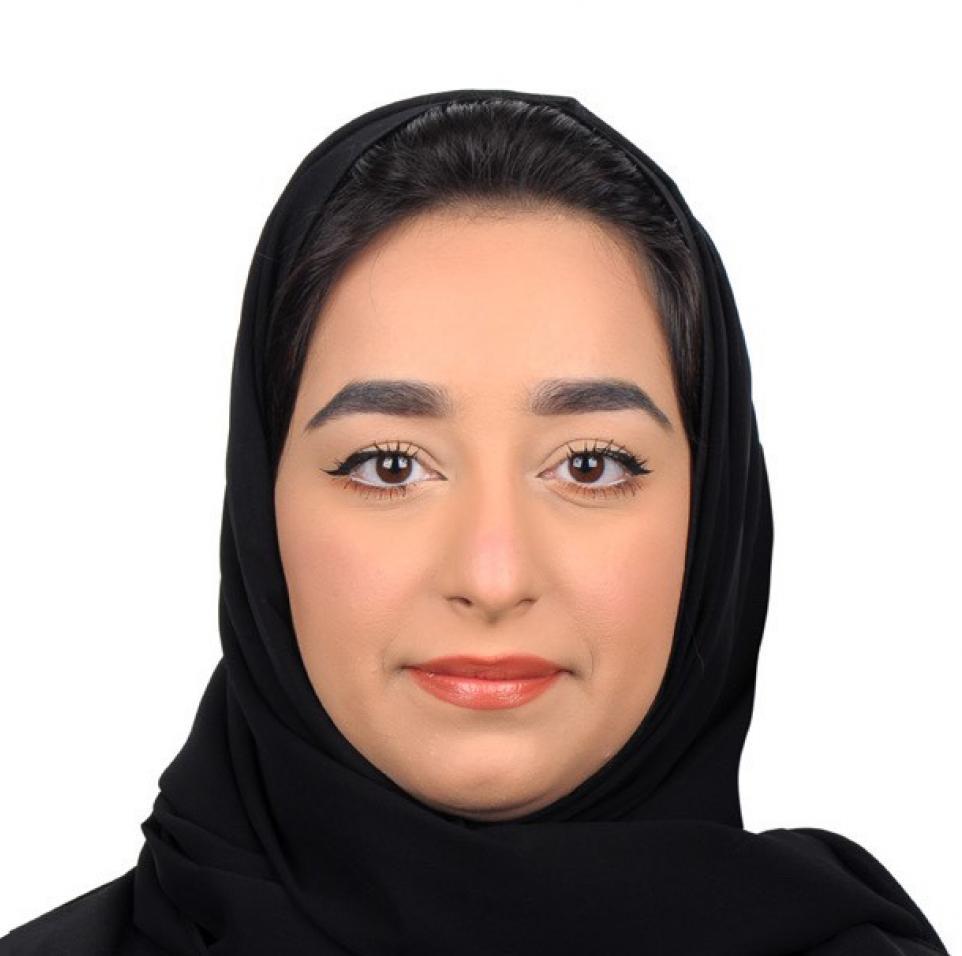 عائشة الرميحي في دائرة الضوء ضمن سلسلة الفائزين بمنح برنامج المنح الدراسية لطلبة الدراسات العليا