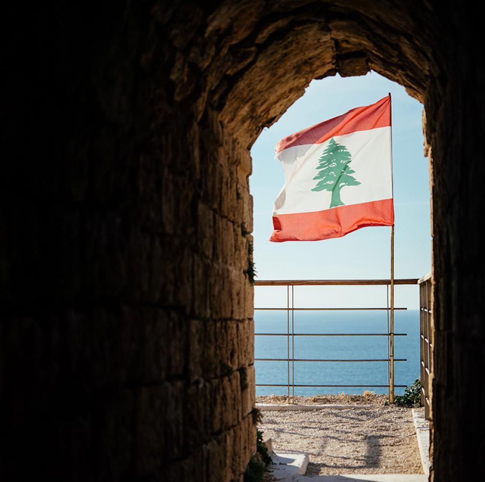 تخلف لبنان عن سداد ديونها العامة: التجربة اليونانية تظهر أن السبب مهم بقدر أهمية العلاج