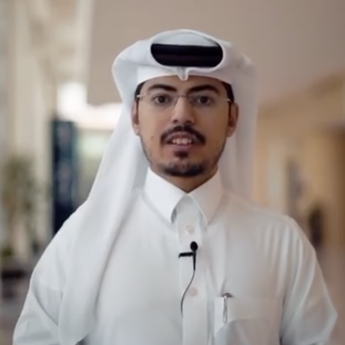 <p>في مقابلة حصرية، يسلط محمد الحوسني، الطالب ببرنامج الدكتوراه في الطاقة المستدامة بكلية العلوم والهندسة، الضوء على طموحاته المستقبلية، ولماذا اختار دراسة هذا البرنامج. لقراءة المزيد، اضغط رابط السيرة الذاتية.<br /> </p>
